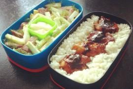 Рецепт бенто №18. Рис и курица в карамельном соусе, салат