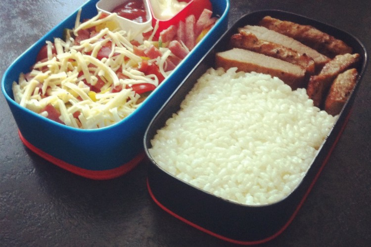 Рецепт бенто №20. Рис и жареное мясо, салат