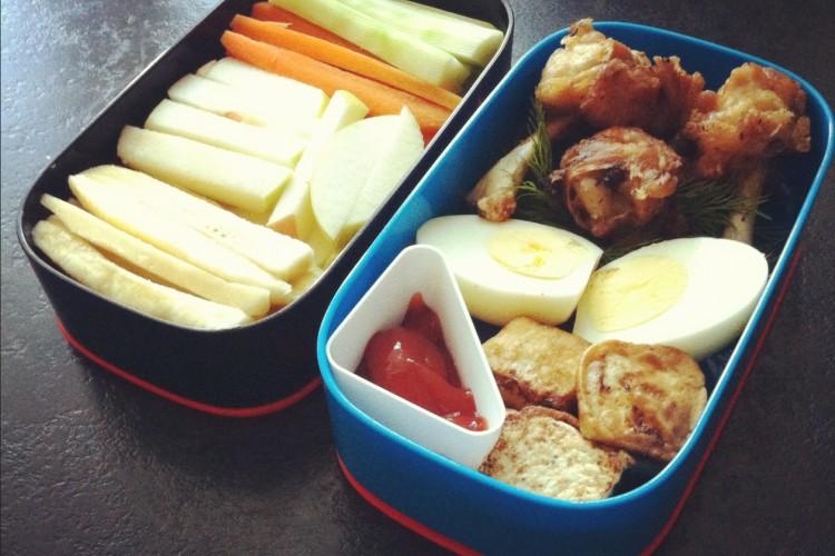 Рецепт бенто №16. Куриные «чупа чупсы» и тофу в кляре