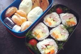 Рецепт бенто №55. Суши роллы с колбасой и яйцо-заяц