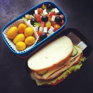 бенто сэндвич и салат