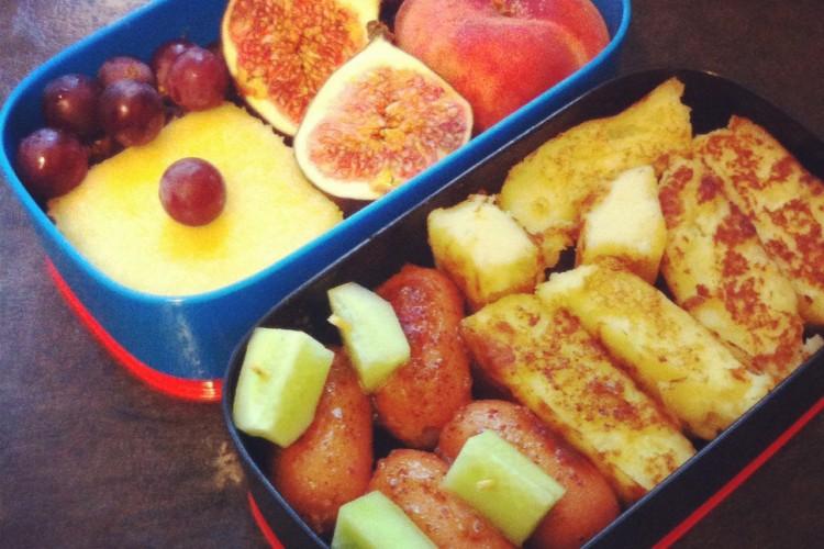 Рецепт бенто №5. Картофельные «котлетки», медовые сосиски и тортик