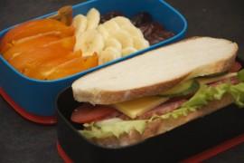 Рецепт бенто №63. Сэндвич с колбасой и яйцом