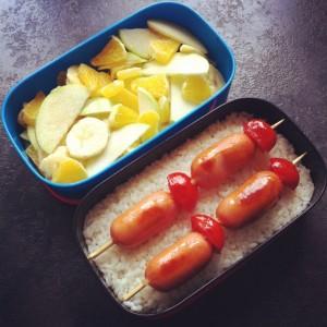 рецепт бенто сосиски на шпажках