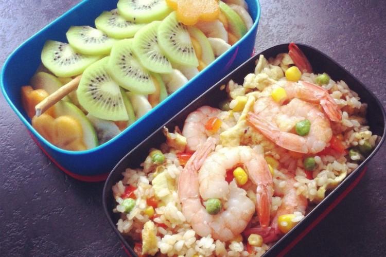 Рецепт бенто №72. Рис с креветками и цитрусовая «ёлка»