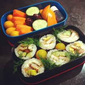 бенто суши роллы с угрем лососем