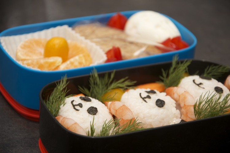 Рецепт бенто №77. Онигири-панды с креветками и яйцо-зайка