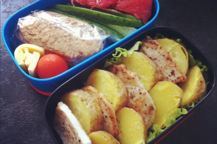 Рецепт бенто №51. Запеченный картофель и жареная свинина