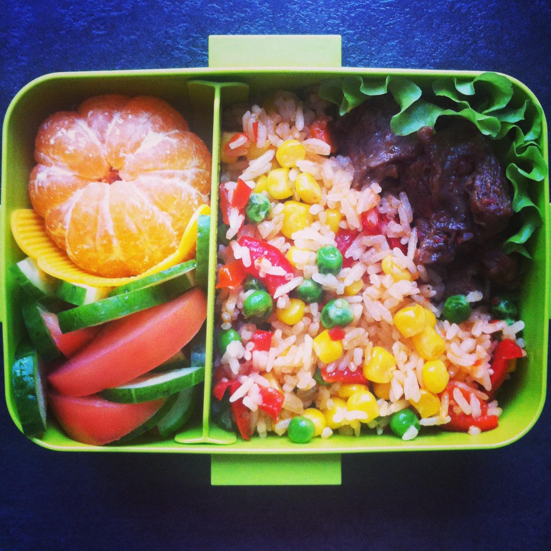 рецепт бенто рис с овощами тушеная говядина салат