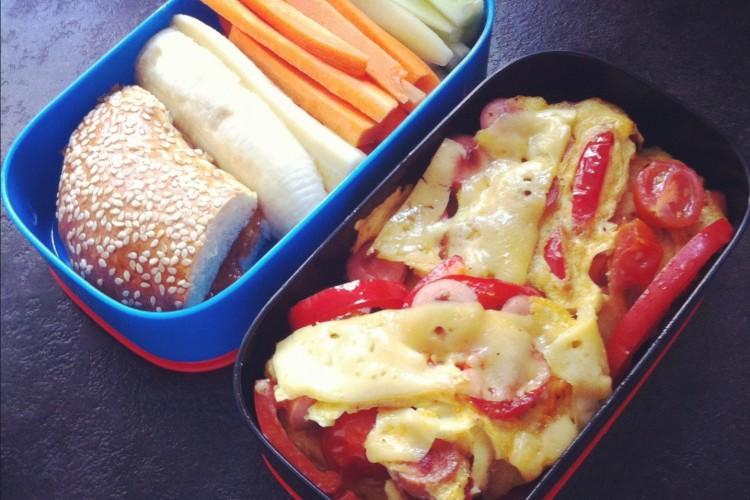 Рецепт бенто №44. Омлет с помидорами и перцем