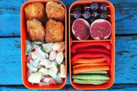 Рецепт бенто №91. Куриные наггетсы и картофельный салат