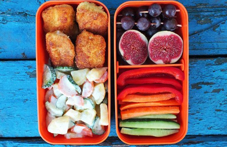 Рецепт обеда куриные наггетсы и картофельный салат