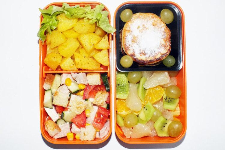 Рецепт бенто №93. Салат из индейки с овощами, картофель и сырники