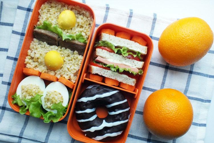 Рецепт бенто №94. Булгур, жареная свинина, яйцо и мини-сэндвич