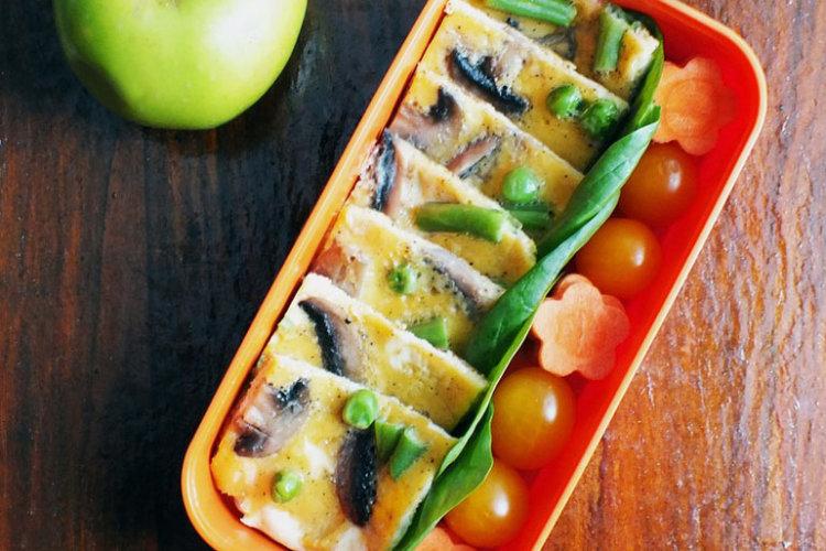 Рецепт бенто №97. Омлет с шампиньонами и овощи