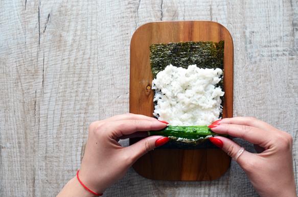 суши ролл с огурцом