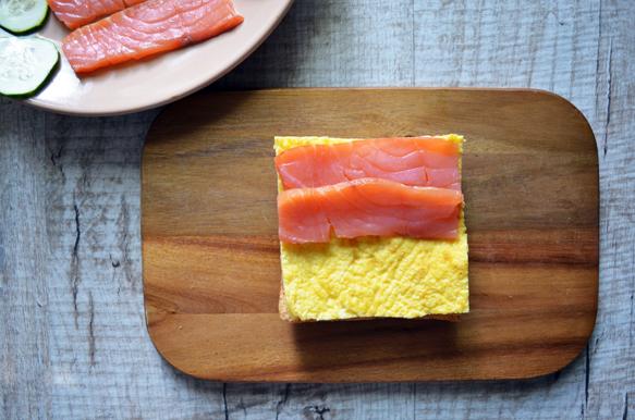 сэндвич с сёмгой и яйцом