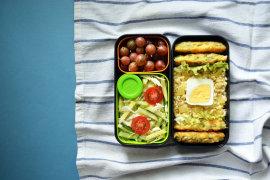 Рецепт бенто №110. Булгур с болгарским перцем, рыбные котлеты и салат