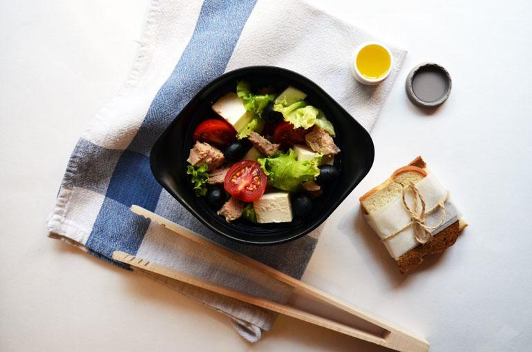 Рецепт обеда. Салат с тунцом и сыром фета