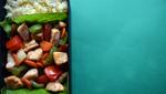 Рецепт обеда. Тушёная куриная грудка с овощами, булгур и сливовый пирог