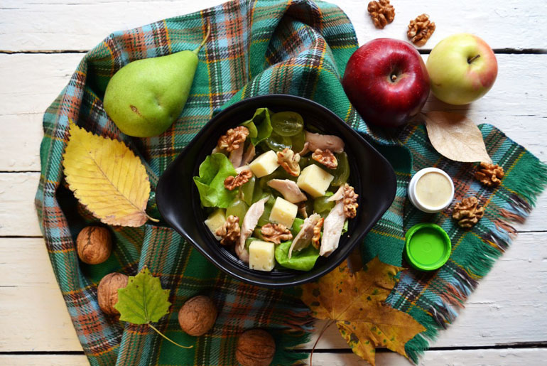 Рецепт обеда. Салат с курицей и виноградом