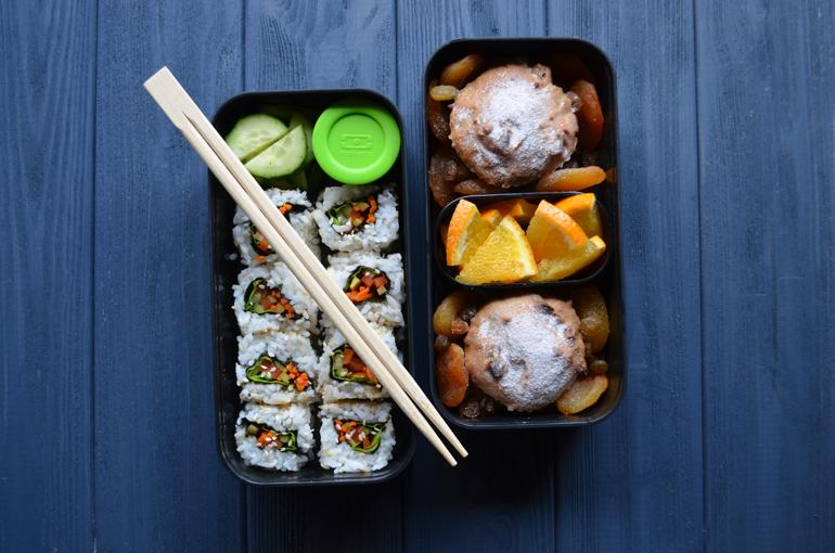 Рецепт обеда. Вегетарианские роллы и яблочные кексы с курагой