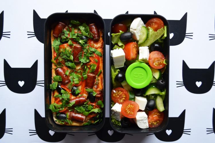 Рецепт бенто №132. Пицца и греческий салат