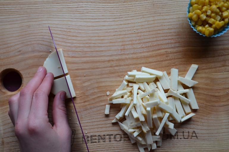 рецепт салата с копчённым сыром