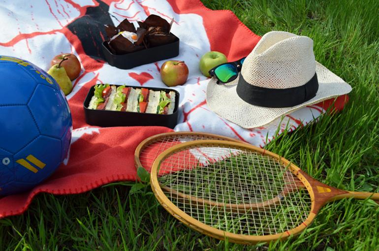 Отдых на природе, пикник вместе с бенто